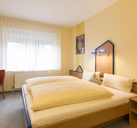 doppelzimmer-standard_einzelzimmer-komfort_01.jpg