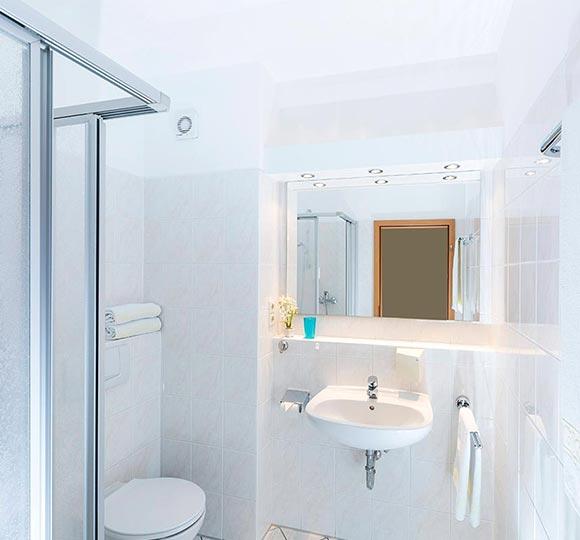 doppelzimmer-standard_einzelzimmer-komfort_04.jpg